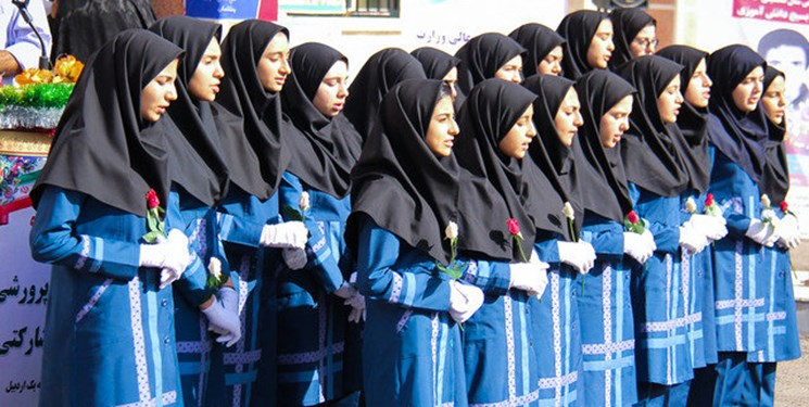 اصرار بر تهیه لباس فرم جدید از سوی مدارس ایلام ممنوع است