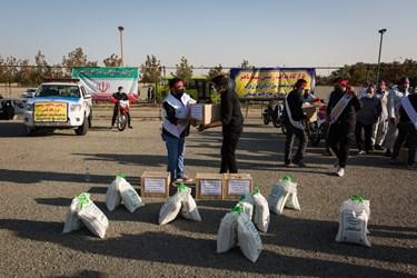 کمک های مومنانه بسیجیان نواحی تهران در رزمایش حیات بخش مقابله با کرونا