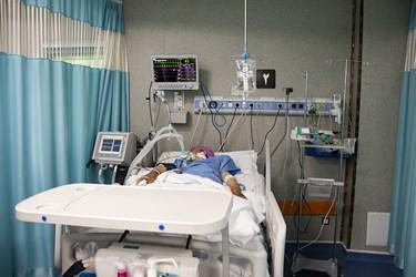 عیادت وزیر بهداشت از بیماران کرونایی