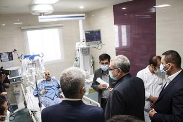 عیادت وزیر بهداشت از بیماران کرونایی بیمارستان گلستان کرمانشاه