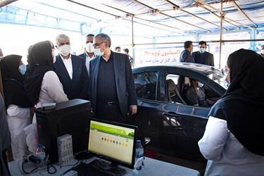 بازدید وزیر بهداشت از مرکز خودرویی واکسیناسیون در کرمانشاه