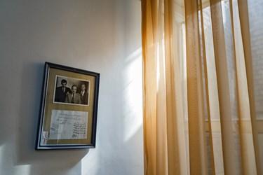 عکس دسته جمعی قدیمی  استاد شهریار در کنار استاد سرشناس نوازنده و موسیقیدان بزرگ ایرانی استاد ابوالحسن صبا دیده میشود. این عکس به همراه عکسهای دیگری از زندگی استاد در موزه ادبی استاد شهریار به نمایش گذاشته شده است.