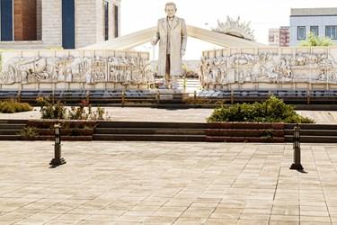 مجسمه و بخشی از منظومه حیدربابایه سلام (سلام بر حیدربابا) استاد شهریار که توسط مجسمهساز برجسته تبریزی استاد احد حسینی ساخته شده ، در مرکز همایشهای بینالمللی تبریز واقع در شهرک خاوران دیده میشود.