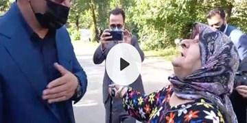 فیلم|فرمانده ارتش در آغوش والدین شهید گیلانی