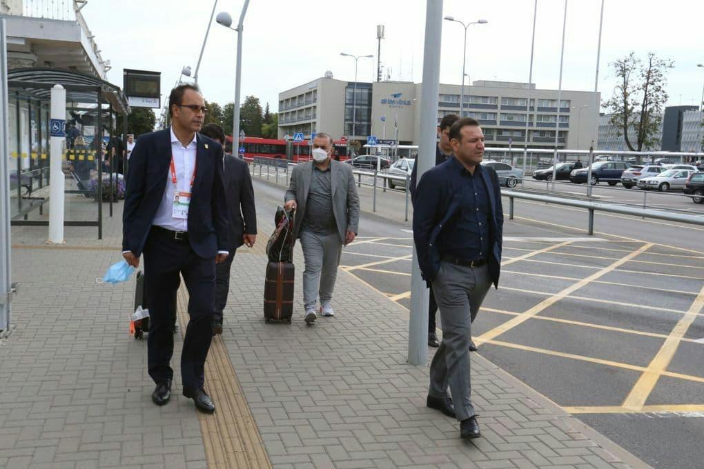 حضور عجیب رئیس یک شرکت هواپیمایی با تیم ملی فوتسال در لیتوانی