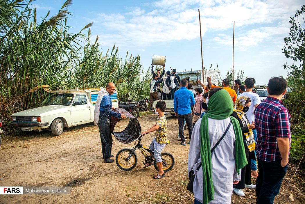 در این برنامه مفرح تمامی اهالی روستا به انجا آمده تا در کنار یکدیگر روزی پر انرژی را تجربه کنند