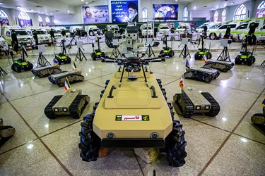 انواع رباتهای کشف و خنثی سازی بمب و مواد منفجره در مراسم رونمایی از دستاوردهای راهبردی سپاه در حوزه چک و خنثیسازی بمب