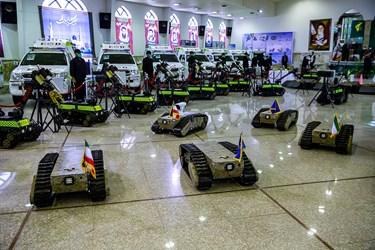 ربات های خنثی سازی بمب در مراسم رونمایی از دستاوردهای راهبردی سپاه در حوزه چک و خنثیسازی بمب