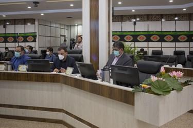 چهار تن از اعضای شورای اسلامی کلانشهر اراک در واکنش به تک گزینهای بودن شهردار صحن شورا را ترک کردند