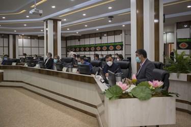 در پایان به دلیل عدم رسمیت صحن شورا به دلیل ترک کردن 4 عضو از صحن شورا انتخاب شهردار به بعد موکول شد