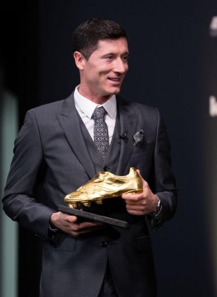 کفش طلای اروپا به لواندوفسکی اهدا شد +عکس