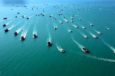 رژه شناورهای بسیج دریایی در خلیج فارس