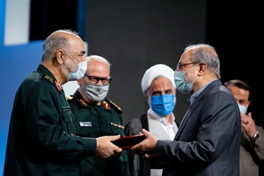تجلیل از محمد باقر ذوالقدر دبیر مجمع تشخیص مصلحت نظام در سومین همایش «یادها و نامها»