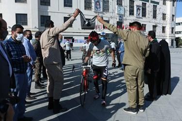 مراسم بدرقه دوچرخه سواران در میدان شهدای مشهد