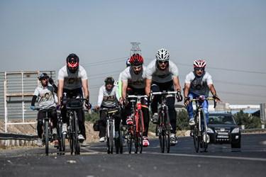 دوچرخه سواران از مشهد تا نیشابور با مسافت 100 کیلومتر را رکاب زدند.
