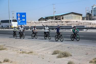 در این برنامه فرهنگی ورزشی که یک  تیم متشکل از ۳۰  رکاب زن  هستند مسافت ۱۰۰ کیلومتری   بارگاه منور رضوی تا میقات الرضا(ع) در محور جاده نیشابور را  رکاب زدند.