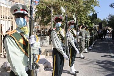ادای احترام نیروهای نظامی به پیکر شهید فداکار نوجوان