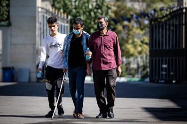 ورود دانش آموزان نابینا به در مدرسه ویژه نابینایان شهید محبی تهران