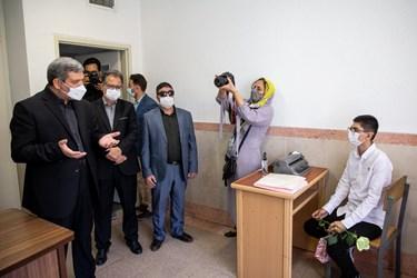 بازدید سیدجواد حسینی، رئیس سازمان آموزش و پرورش استثنایی از کلاس های درس مدرسه ویژه نابینایان شهید محبی تهران