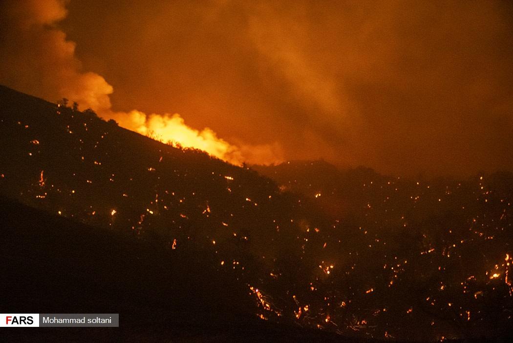 حجم  زیاد و گستردگی آتش در منطقه و صعب العبور بودن مسیر کار اطفاع را سخت کرد