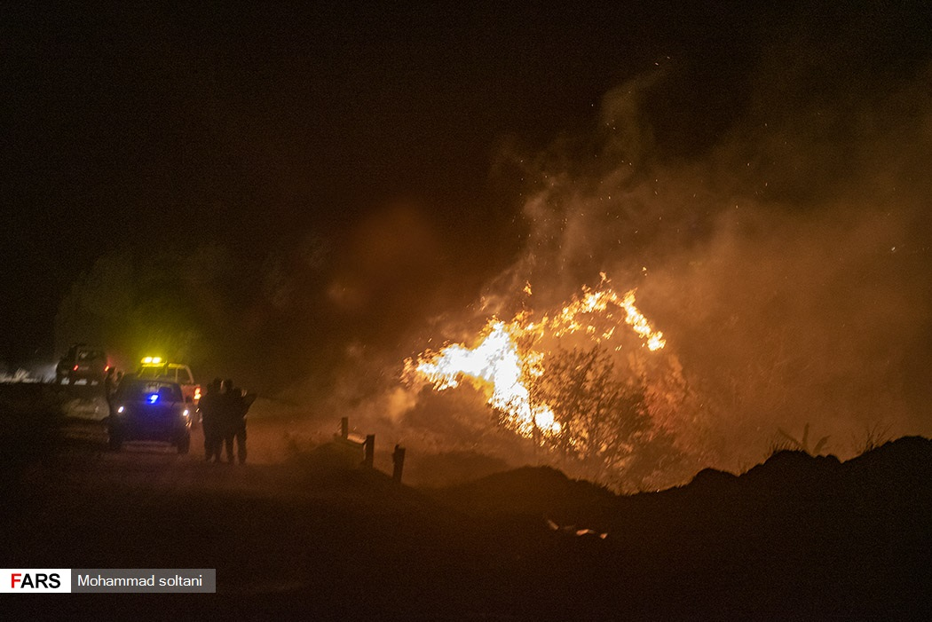 وزش باد شدید حجم آتش و گستردگی آن را بسیار افزایش داد