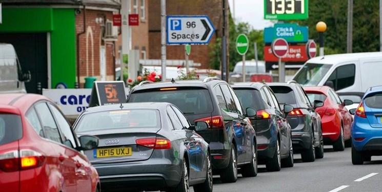 بحران جدید انگلیس: صف های طولانی مقابل جایگاه های بنزین+ عکس