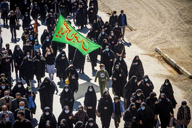 پیاده روی جاماندگان اربعین در اردبیل/ جاده اردبیل مغان به سمت امامزاده سیدصدرالدین