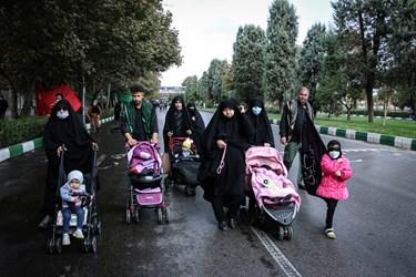 جاماندگان اربعین در مشهد  به امام رئوف پناه بردند