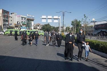 علاقه مندان به این عالم برجسته بر آن شد که ساعت ها قبل مردم برای حضور در مراسم تشییع پیکر او به خیابان ها آمده اند