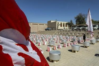 مراسم توزیع هفتاد و دو دیگ اطعام واحسان حسینی برای نیازمندان در پایگاه جهانی شیخ صفی الدین اردبیلی