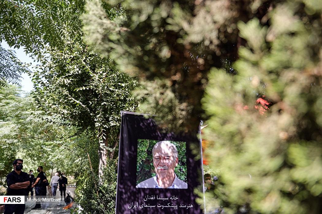 مراسم تشییع پیکر سیامک اطلسی در قطعه هنرمندان بهشت زهرا(س)