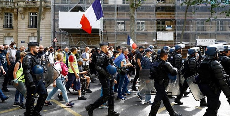 تظاهرات سراسری در فرانسه علیه اجباری شدن گواهی واکسن کرونا