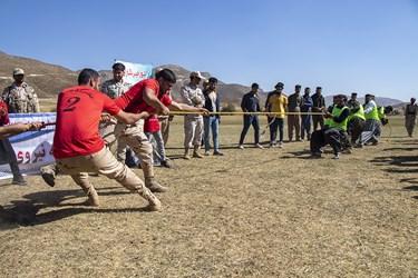 مسابقه طنابکشی در روستای مرزی آلواتان سردشت بهمناسبت هفته نیروی انتظامی توسط مرزبانان و مرزنشینان سردشت