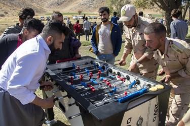 مسابقه فوتبالدستی بین مرزبانان و مرزنشینان سردشت در روستای مرزی آلواتان سردشت