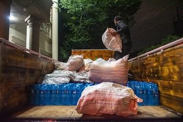 بارگیری اقلام اهدایی مردم توسط این گروه مردم نهاد برای ارسال به مناطق محروم سیستان