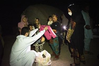 اهدا لباس به  اهالی این روستا