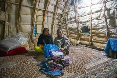 اکثر مردم  حاشیه شهر دلگان  در خانه های دست ساخت که به آن (کپر)می گویند زندگی میکنند و از امکانات اولیه زندگی محرومند