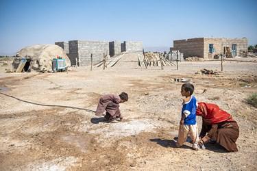 با حمایت دستگاه هایی همچون بنیاد مسکن کمیته امداد و بهزیستی این استان خانه هایی برای مردمانی که در این کپر ها زندگی میکنند ساخته شد
