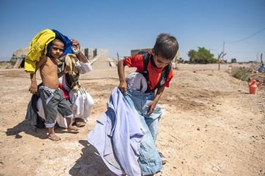 اهدا لباس  به کودکان کم برخوردار از رفاه اجتماعی