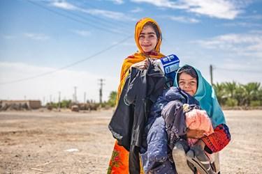 دریافت لوازم مدرسه شامل(کیف،کفش،مانتو) و بسته های بهداشتی برای دختران این منطقه