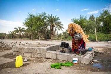 منطقه جلگه چاه هاشم  دارای بزرگ ترین نخلستان های خرما در این استان بوده اما مردمانش از امکانات رفاهی ابتدایی زندگی محرومند