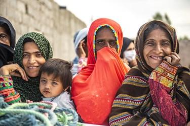 لبخند رضایت اهالی این روستا از حضور این گروه خیریه و توزیع اقلام