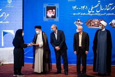 آیین تجلیل از دانشجویان برتر دانشگاه تهران در مراسم آغاز سال تحصیلی 1401-1400 دانشگاهها و مراکز پژوهشی و فناوری کشور
