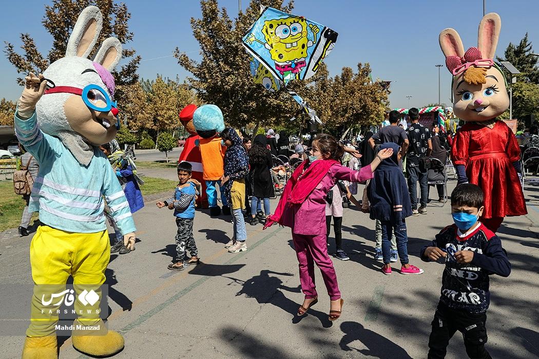 جشنواره بادبادکها و کارناوال شادی کودکان کار و کم برخوردار پایتخت به مناسبت روز ملی کودک