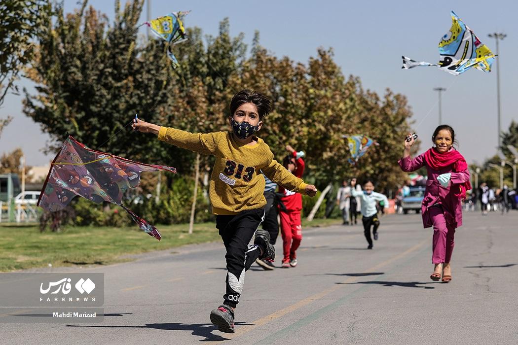 جشنواره بادبادکها به مناسبت روز ملی کودک در بوستان بزرگ ولایت