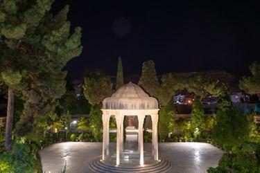 حافظ شیرازی پرچمدار ادب فارسی است و بیستم مهرماه هر سال روز بزگداشت حافظ در تقویم رسمی نامگذاری شده است.