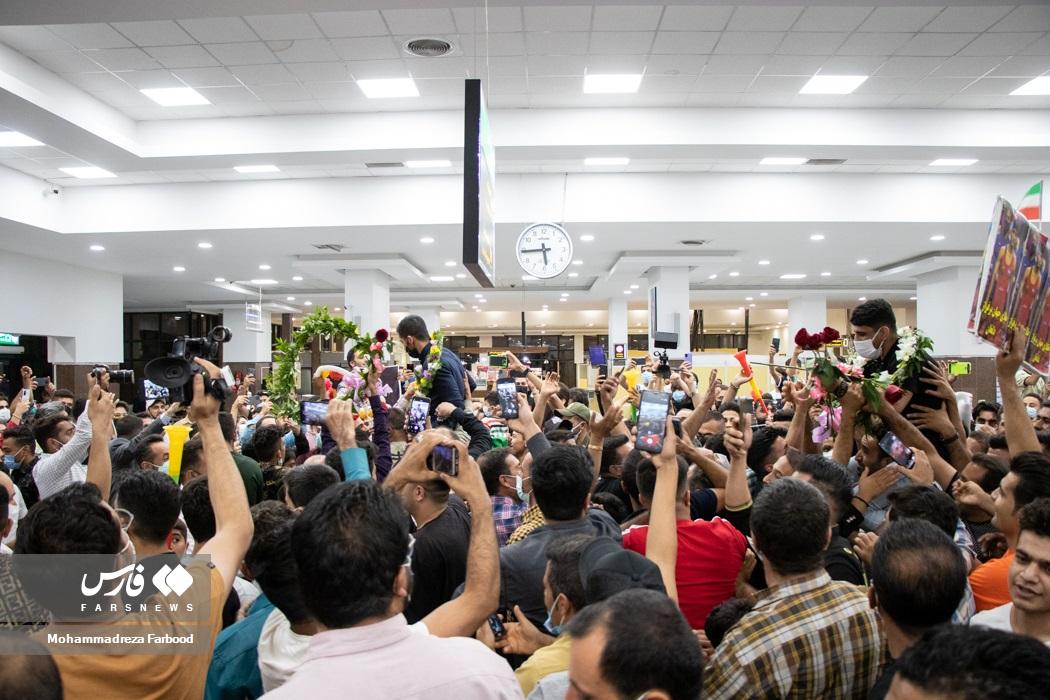 استقبال ورزش دوستان استان فارس از قهرمانان فرنگیکار تیم ملی کشتی کشورمان در فرودگاه شهید دستغیب شیراز