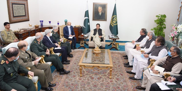 عمران خان در دیدار با سرلشکر باقری: مرز پاکستان و ایران، مرز صلح و دوستی است