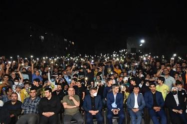 خیل جمعیت مردم شهرستان آمل در مقابل منزل محمدهادی ساروی قهرمان کشتی جهان