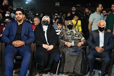 بازگشت غیورانه و پرافتخار محمدهادی ساروی به آغوش خانواده